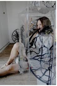 Lydie Calloud et les étreintes froissées